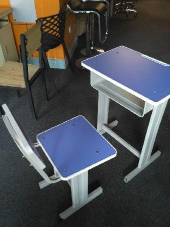 人字型学生多媒体教师阶梯教室培训室单人课桌椅
