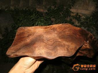 金丝楠乌木(金丝楠阴沉木),是指樟科楠木属里的紫楠,桢楠,润楠等木料