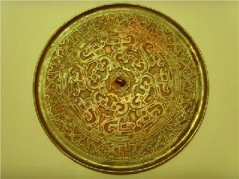 杂项古玩:年份茅台酒,精品十字绣,鎏金青铜佛像,竹木牙雕,青铜器