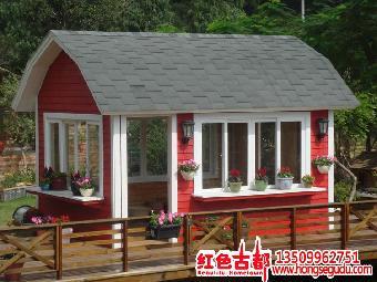 因此,目前木屋在北方正是方兴未艾,木结构房屋因地制宜地发挥着其独特