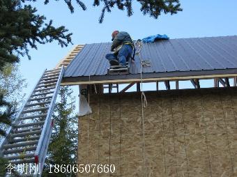 当今欧式别墅风格的斜屋面建筑的越来越流行,由于斜屋面施工操作