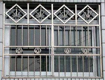 一,铁艺类:单式大门,欧式大门,防盗窗,有框玻璃门,无框玻璃门,门头