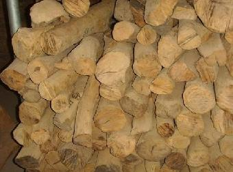 这时檀香木的香味已经非常温润,醇和可谓檀香极品之极品.
