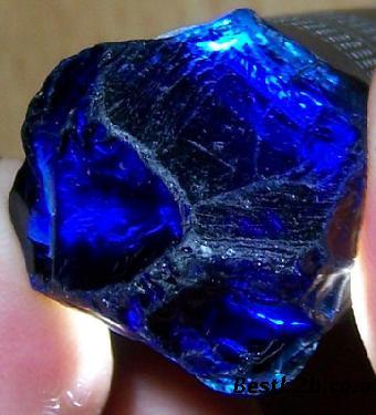 蓝宝石原石在北京卖好还是好