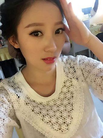 深圳上门化妆新娘承接模特跟妆年会演出妆面发型设计