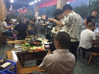 四川电视台电话新闻《频道现场》栏目美食?费安顺贵州美食图片