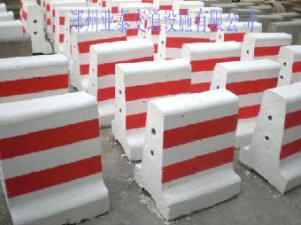 反光标志牌,铝板,道钉,减噪板,橡胶柱帽,道闸,收缩门,安全岛,停车棚