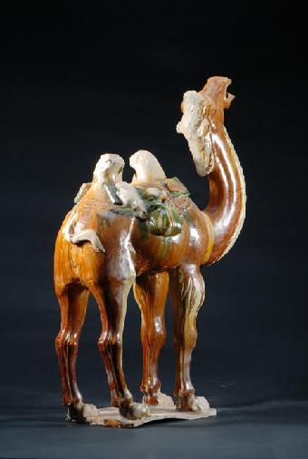 唐三彩骆驼是唐三彩动物雕塑中最独具匠心的品种,逼真,优美