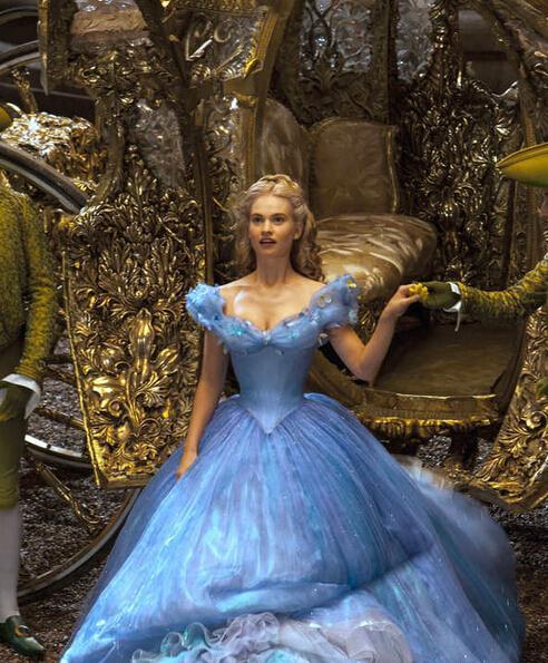 《仙履奇缘》莉莉詹姆斯扮灰姑娘太拼喝流质护理液女生品牌图片