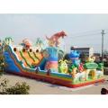 江西赣州广场上的儿童充气城堡蹦床滑梯流行款式