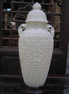 缠枝牡丹纹玉瓶鉴定中国传统装饰花纹之一