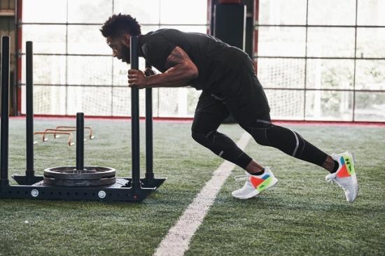 UA推首款HOVR中底训练鞋 兼具抓地力与灵活度