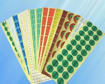 卷装的{不干胶标签,贴纸印刷,食品标签,电子标签,化工标签,桶装水标签