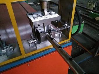 冲孔设备,方管,圆管,圆管冲孔加切弧设备