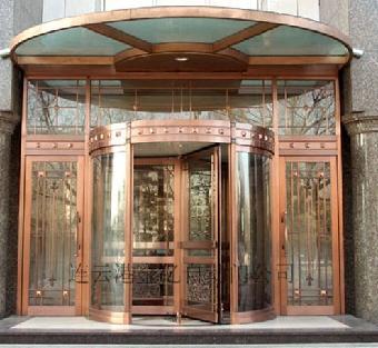 款式有古典,欧式,现代多种风格,数百种铜门花款式供用户挑选.