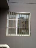 北京通州區八里橋防盜門安裝陽臺護窗安裝不銹鋼防盜窗