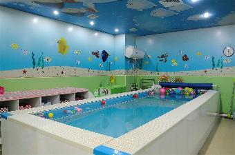 婴儿游泳馆设备多少钱 婴儿游泳馆用空气能安全又节能,费用不到电锅炉的1/4