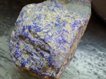 2015年家里有个蓝宝石原石想鉴定