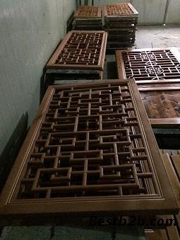 花窗在中国园林中,洞窗中以漏空图案填心者也称为花