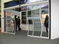 朝阳区首都机场安装玻璃门更换玻璃门门夹
