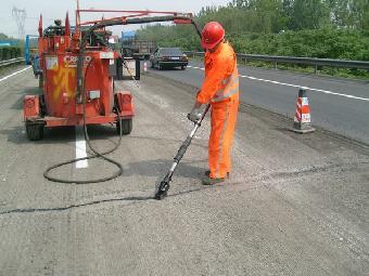 青岛市新型沥青路面灌缝胶最低价去哪找
