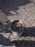 混凝土路面坑洞如何处理?可以用路面材料进行修补吗?