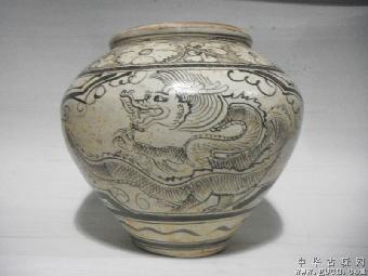 在国外藏于日本兵库县白鹤美术馆一件,纹饰为龙纹.