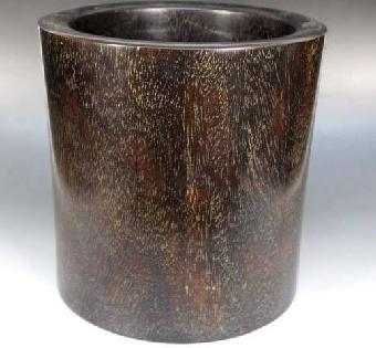 木笔筒的主要材质有黄花梨,紫檀,鸡翅木,瘿木,榉木等.