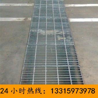 钢格板主要用来做水沟盖板,钢结构平台板,钢梯的踏步板等.