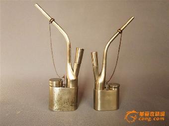 水烟壶的结构一般由烟管,吸管,水斗,烟仓,手托几个部分