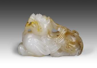 动物造型较简单,着重于头部刻画,身体则与玉石形近的几何体,头部又较