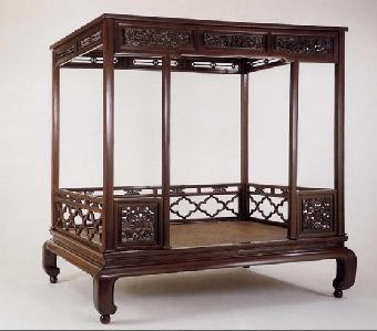 明清家具引领着古董收藏的新潮流,而黄花梨木家具因纹色漂亮,木质坚硬