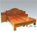 工艺大师创作中式大红酸枝大床家具