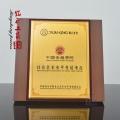 深圳木質獎牌哪里定做,木質紀念獎牌擺件直銷