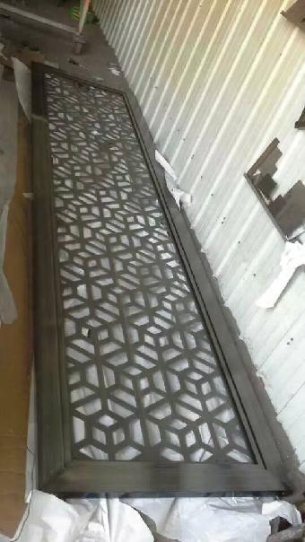 黑色拉丝不锈钢镂空隔断