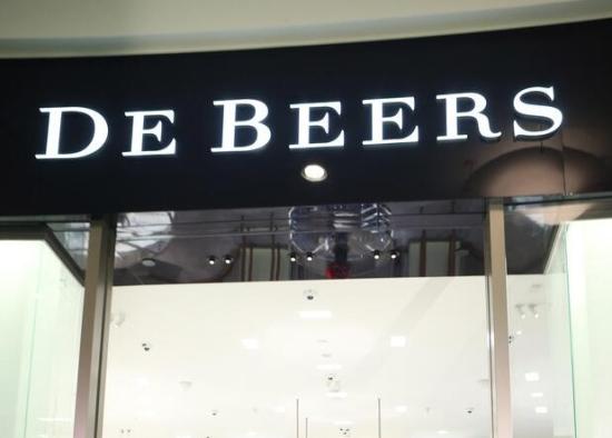 De Beers台北101店再开幕 展出亿元级钻饰助兴