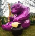 江苏大型不锈钢切面熊雕塑 偷吃蜂蜜的熊摆件