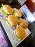 现在开家汉堡炸鸡店需要投资多少钱,加盟费多少钱。