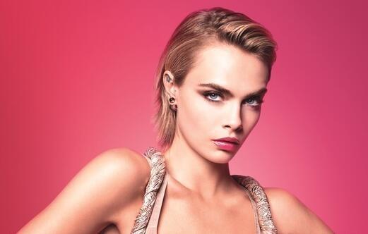 迪奥瘾诱唇膏广告上新 超模卡拉霸气出镜