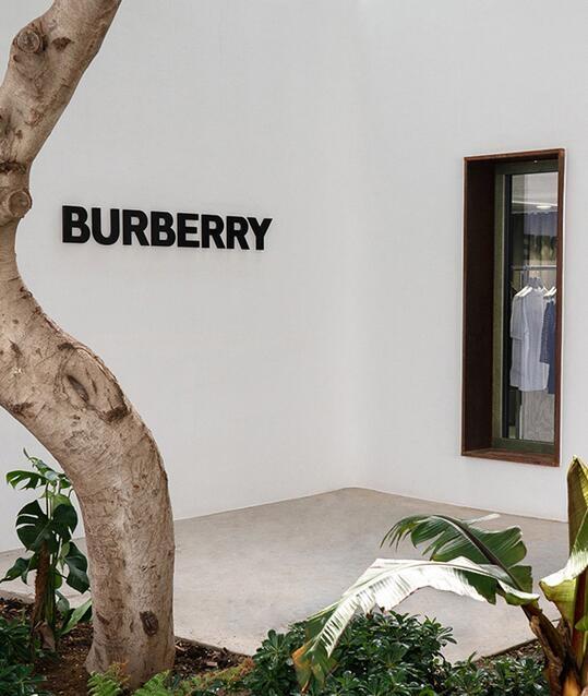 BURBERRY快闪店远赴希腊 爱琴海基调供顾客涂鸦